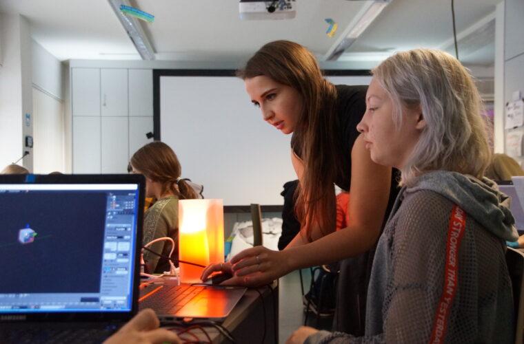 Game Artist Leonie Wolf führte in das 3D-Programm Blender ein.